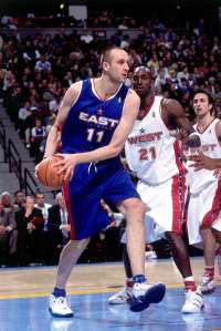 DENVER - FEBRUARY 20: Zydrunas Ilgauskas #11 of the Eastern Conference All-Stars drives against Kevin Garnett #21 the Western Conference All-Stars during the 2005 All-Star Game on February 20, 2005 at The Pepsi Center in Denver, Colorado. Copyright 2005 NBAE (Photo by Andrew D. Bernstein/NBAE via Getty Images)